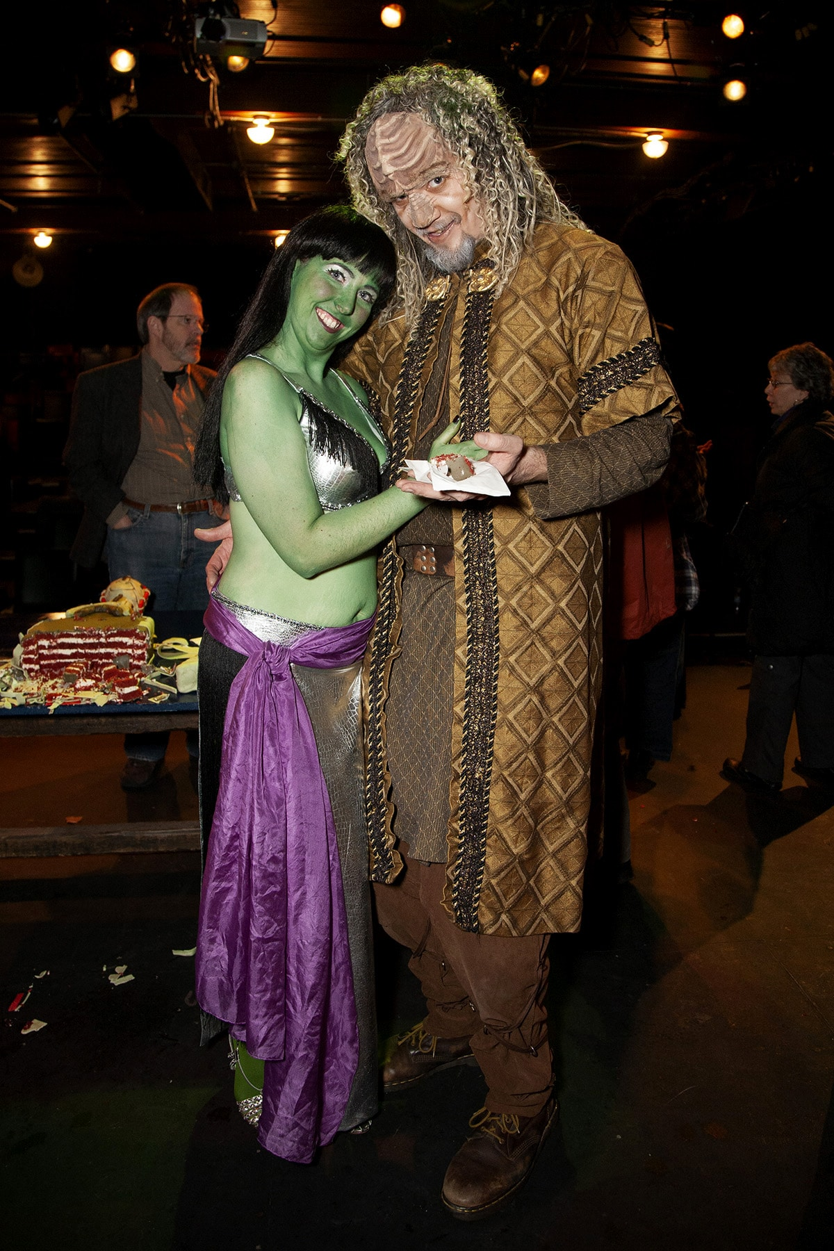 A tall Klingon poses with an Orion dancer.