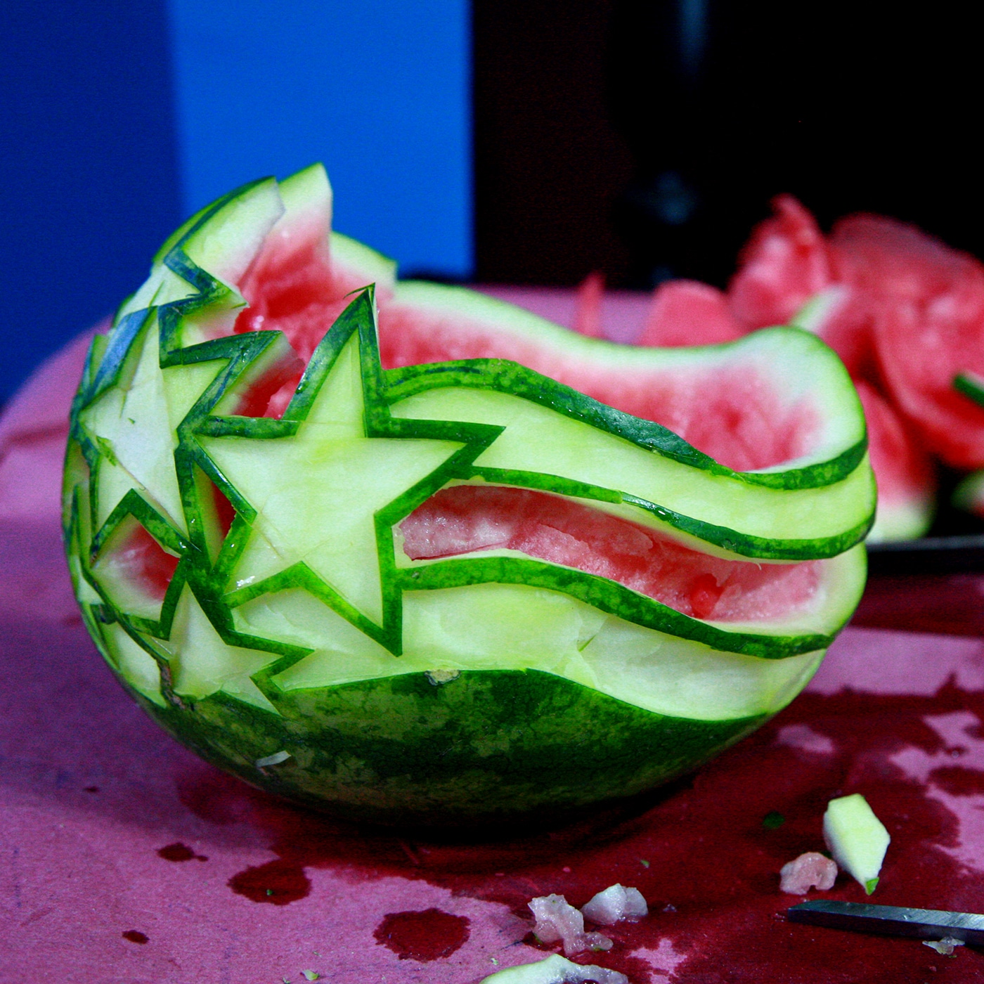 The top edge of the watermelon has been bevelled towards the inner edge.