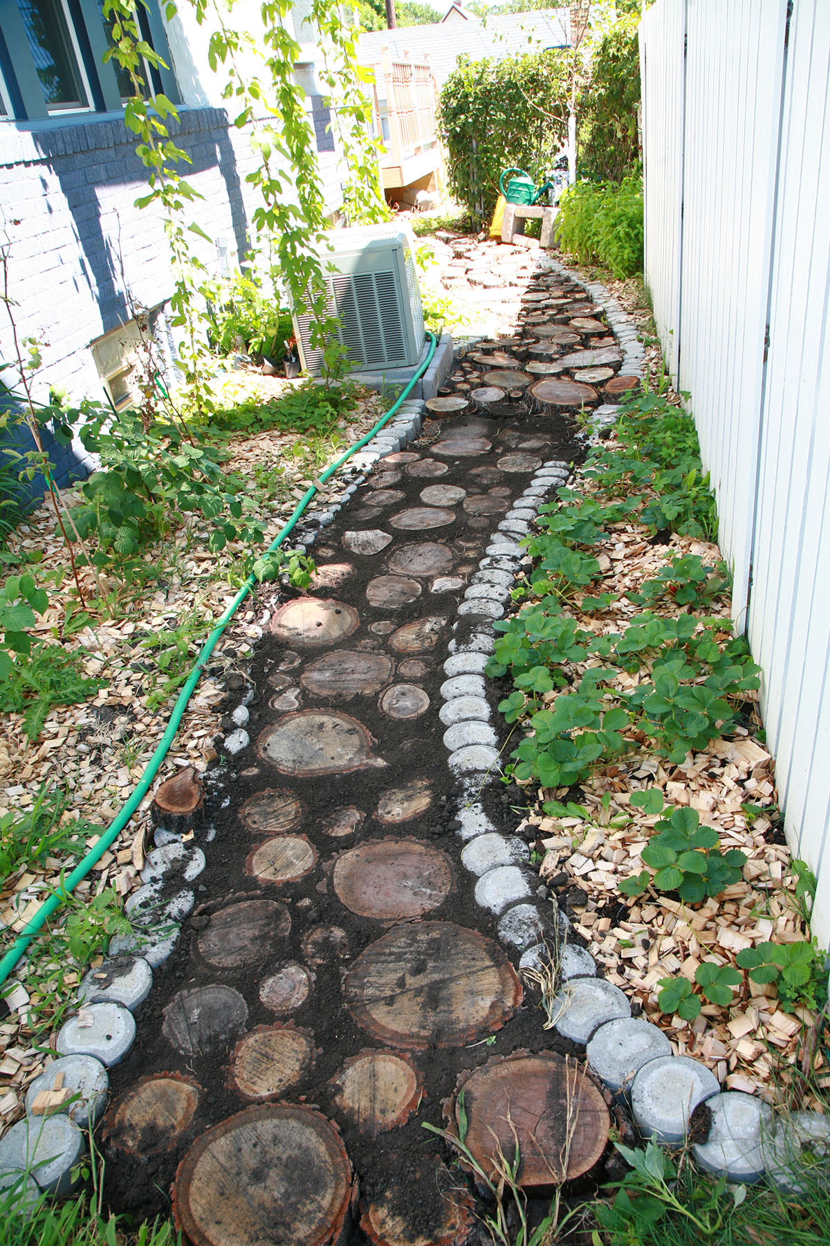 The finished wood slice pathway.