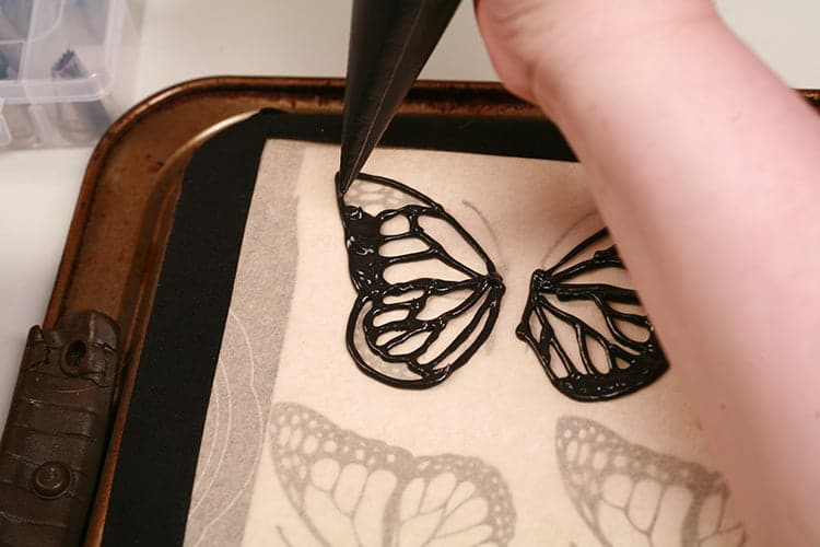 Piping Wings for 3D Monarch Butterfly Cupcakes