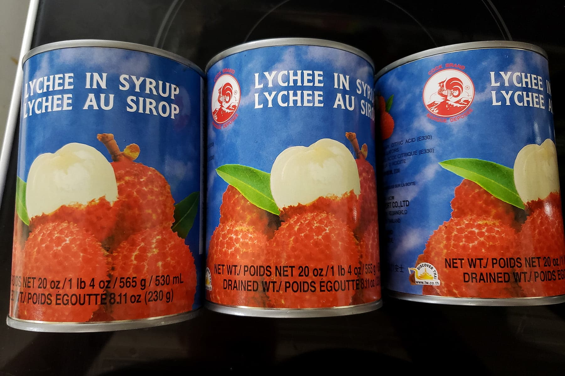 3 cans of lychees are arranged in a row,
